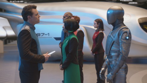 THE ORVILLE:  L-R:  Seth MacFarlane, Penny Johnson Jerald, Scott Grimes, Peter Macon, Halston Sage and Mark Jackson in THE ORVILLE premiering     on FOX.  ©2017 Fox Broadcasting Co.  Cr:  FOX