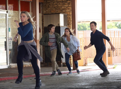 THE GIFTED:  L-R:  Natalie Alyn Lind, Percy Hynes White, Amy Acker and Stephen Moyer in THE GIFTED premiering    on FOX.  ©2017 Fox Broadcasting Co.  Cr:  Ryan Green/FOX