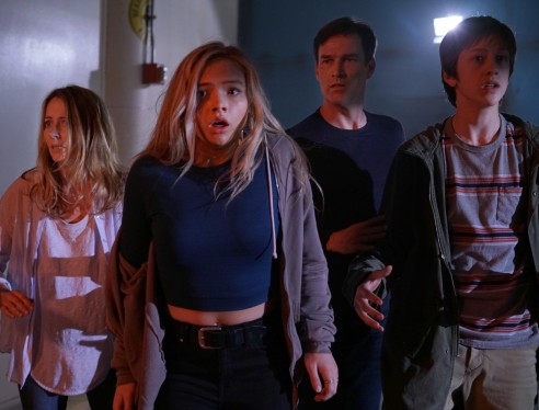 THE GIFTED:  L-R:  Amy Acker, Natalie Alyn Lind, Stephen Moyer and Percy Hynes White in THE GIFTED premiering  on FOX.  ©2017 Fox Broadcasting Co.  Cr:  Ryan Green/FOX